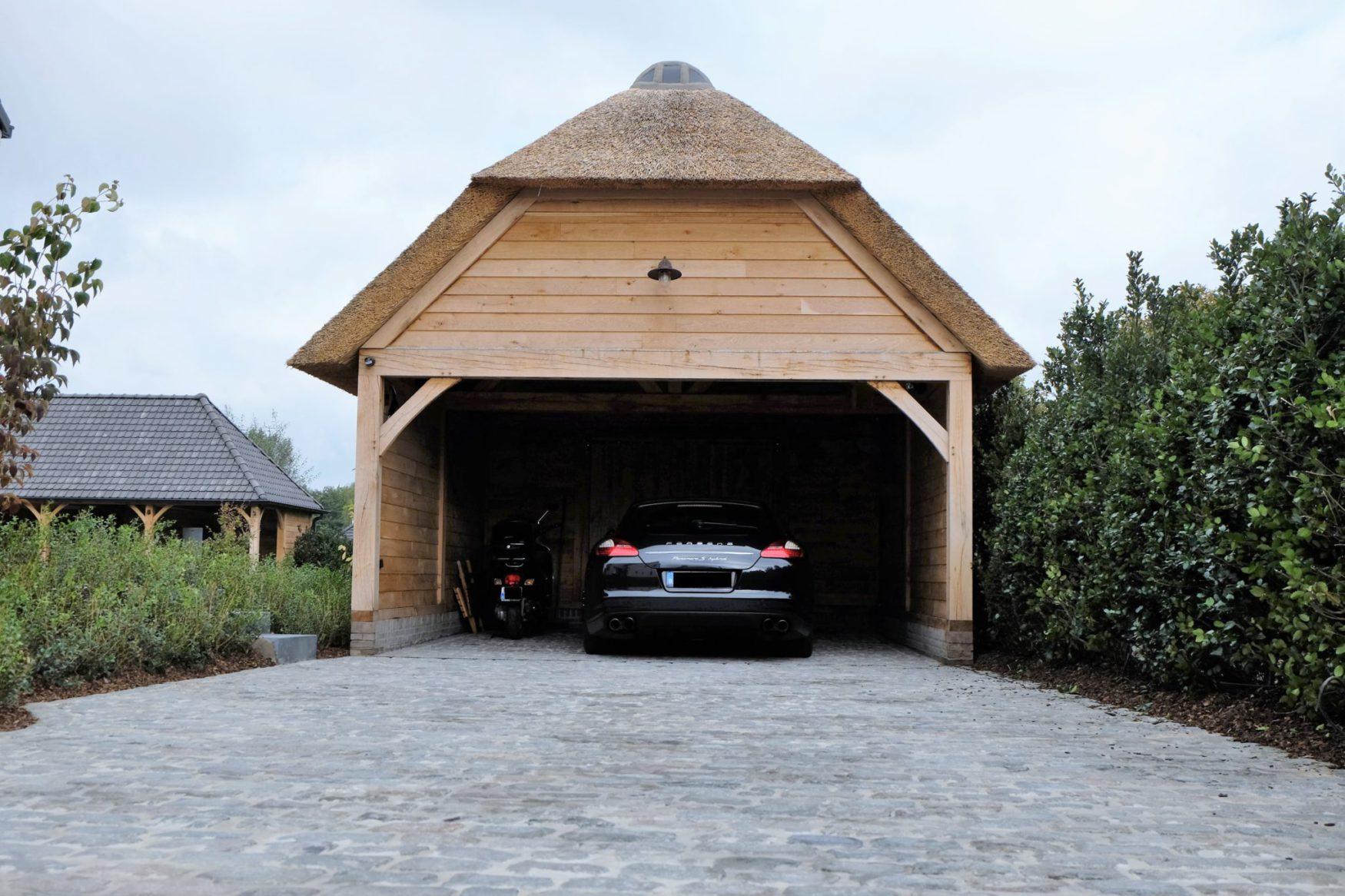 Eiken carport en berging met rietbedekking ref vdv ecr04 for Carport 1