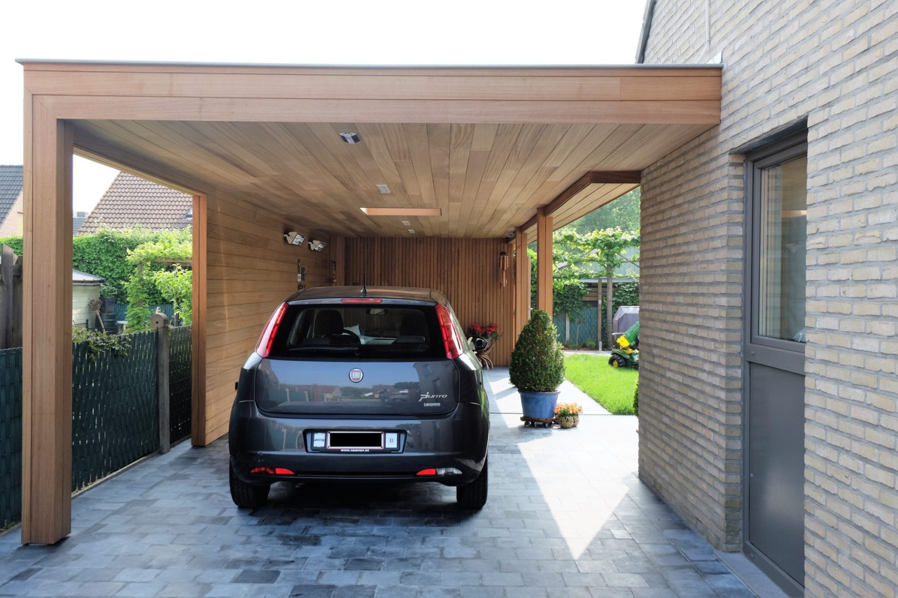 Moderne carport met loungeruimte en tuinberging ref vg for Carport one