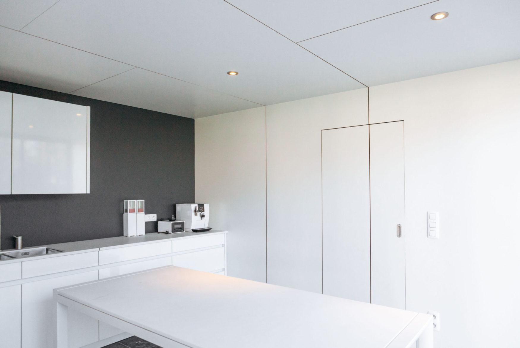 moderne poolhouse met bijpassende keuken inloopdouche en toilet