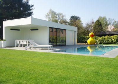 Moderne poolhouse met bijpassende keuken, inloopdouche en toilet  (Ref. Wit MP01)