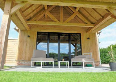 vanhauwood - eiken bijgebouw met riet en boomse pannen 4