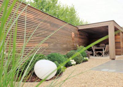 Strakke tuinberging met overdekt terras  (Ref. HLV MT02)