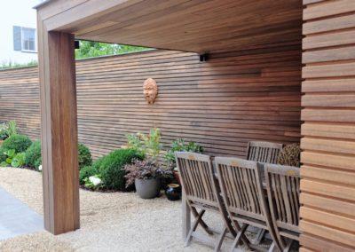 vanhauwood moderne tuinwand met berging padoek 2