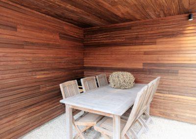 vanhauwood moderne tuinwand met berging padoek 3