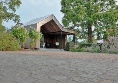 Modern bijgebouw met houten dak in padoek (Ref. VLCD)