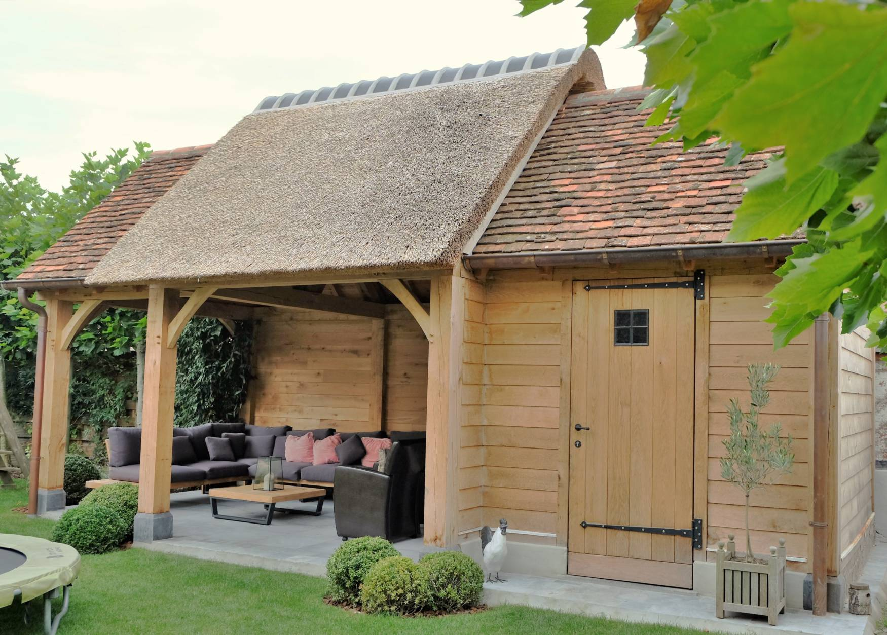 Landelijk tuinhuis combinatie rietdak en bourgondische for Cabane de jardin hornbach