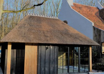 zwarte poolhouse vanhauwood 2