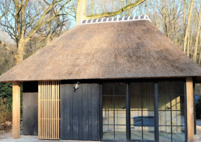 zwarte poolhouse vanhauwood 3