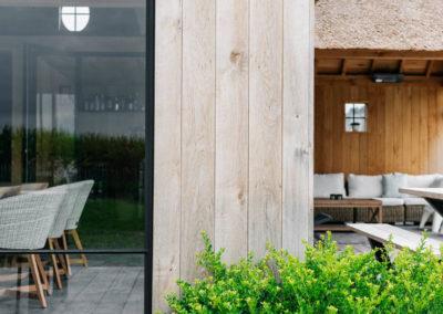 Vanhauwood_poolhouse en lounge rietdak 11