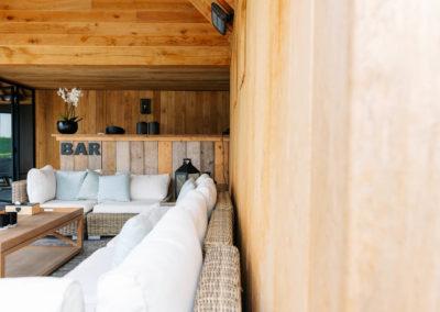 Vanhauwood_poolhouse en lounge rietdak 12