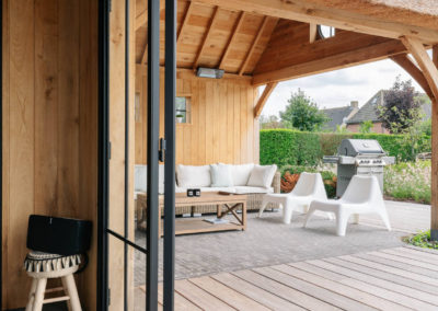 Vanhauwood_poolhouse en lounge rietdak 23