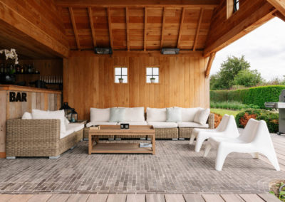 Vanhauwood_poolhouse en lounge rietdak 26