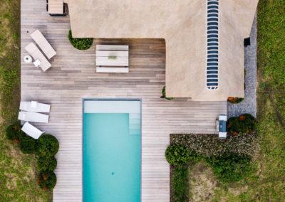 Vanhauwood_poolhouse en lounge rietdak 28
