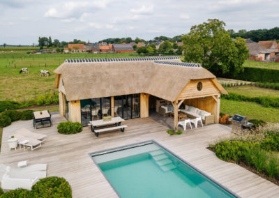 Vanhauwood_poolhouse en lounge rietdak 29