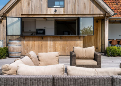 Vanhauwood_eiken poolhouse met bar