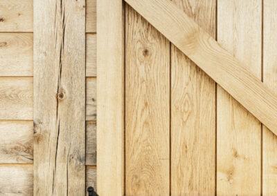 Vanhauwood_paardenstalling eikenhout en rietdak