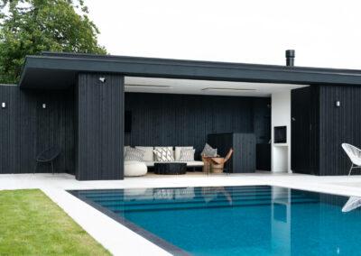1_VANHAUWOOD_moderne poolhouse zwart