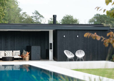 4_VANHAUWOOD_moderne poolhouse zwart2